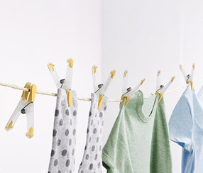 20 Clothes Pegs, Yellow