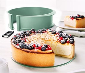 Cake Form With Glass Plate, Green
