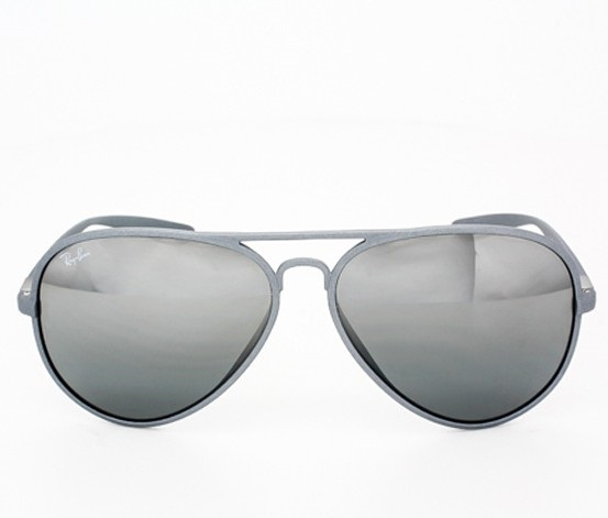 96987d0678 More Details. The Iconic Ray-Ban Aviator is redefined in the Liteforce  sunglasses ...